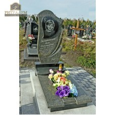 Памятник из цветного гранита 00005 — ritualum.ru
